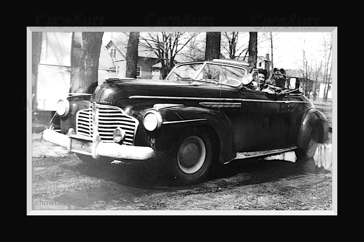 1941 Buick with chow and friend car - ChowTales